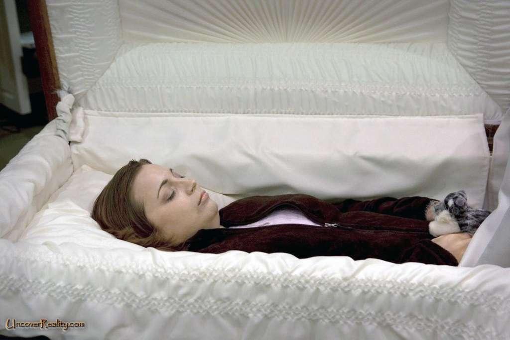 Мама в гробу – к предчувствиям, плохим или хорошим.
